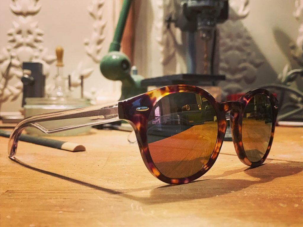 lunettes de soleil en écailles